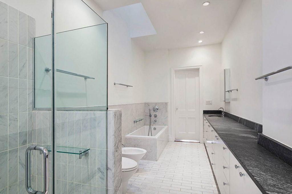 3rd Floor Main Bathroom